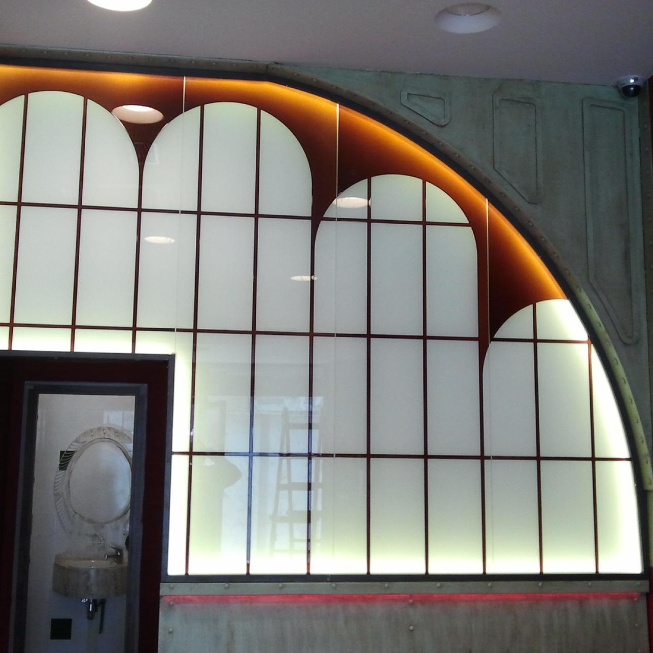 Cristalera con vidrio decorativo